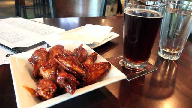 チキンウィングとカナダのクラフトビール