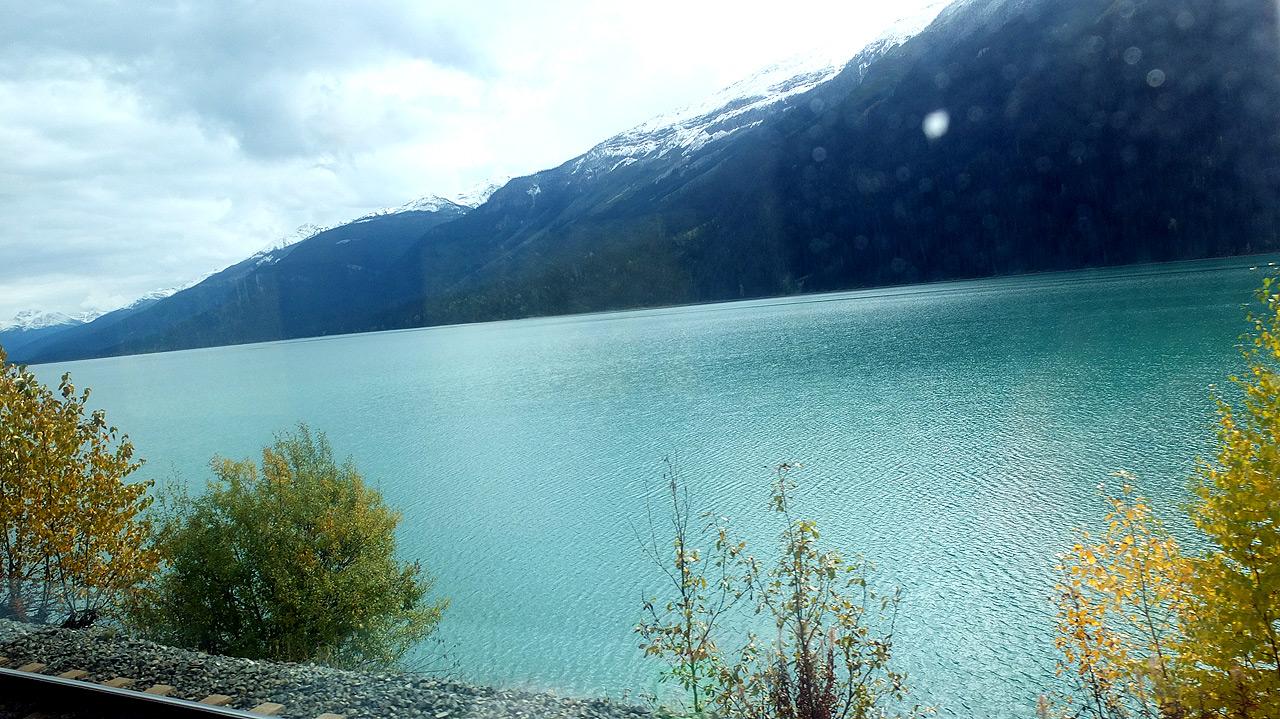 反対側では湖が凄い綺麗でした