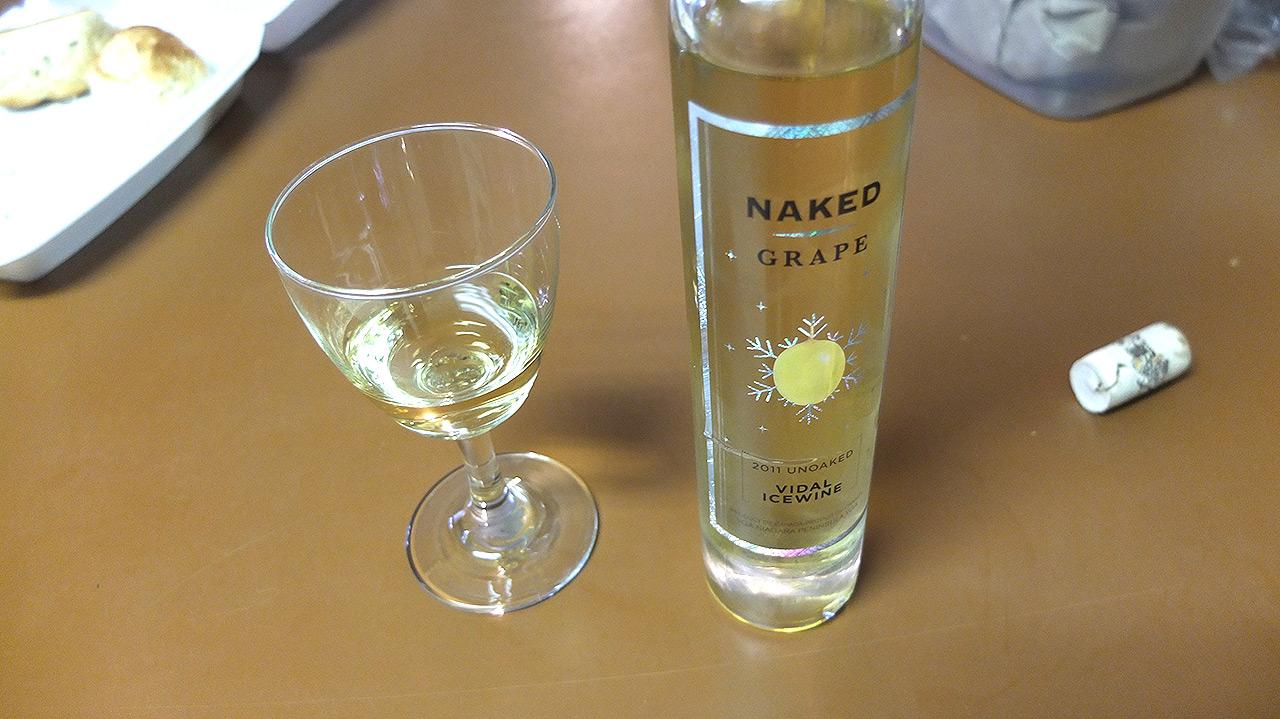 途中のリカーストアでカナダ名産のアイスワインを購入!甘くて美味しかった。