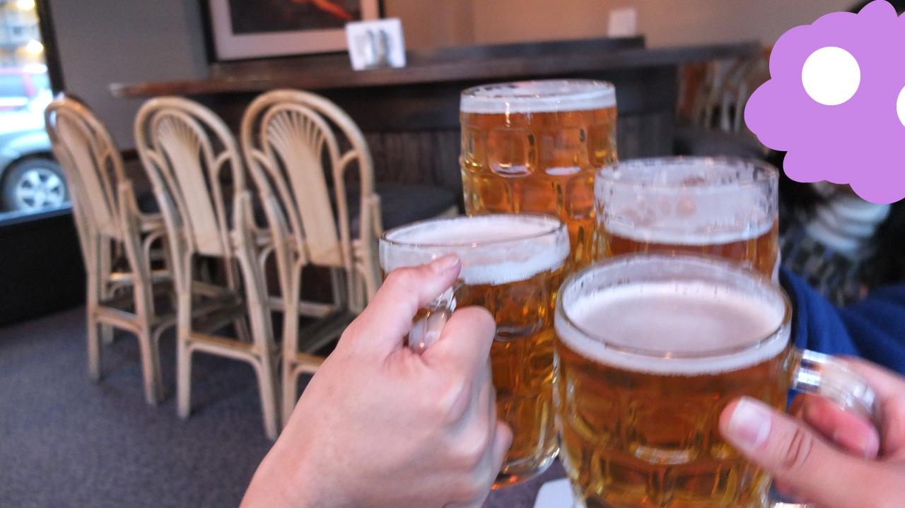 まずはビールで乾杯!ジョッキもでかくて良い感じですなぁ。