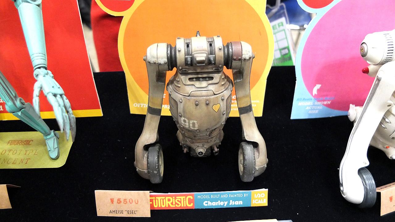 レトロフューチャーなロボットを展示していた海外の方。SF映画に出てきそうな雰囲気が良いです。