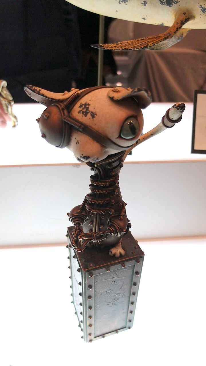 金属の錆びのリアル感と動物のキャラクターのマッチが面白い。アーティスト松岡ミチヒロさんの作品。こういうスチームパンク具合、欲しくなる・・・。