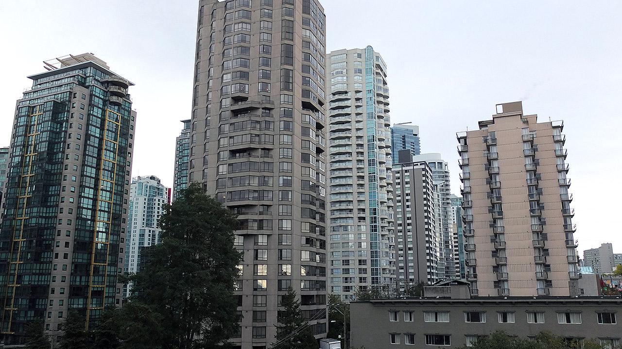 今までジャスパーに居たので、高層ビルが珍しく感じる。