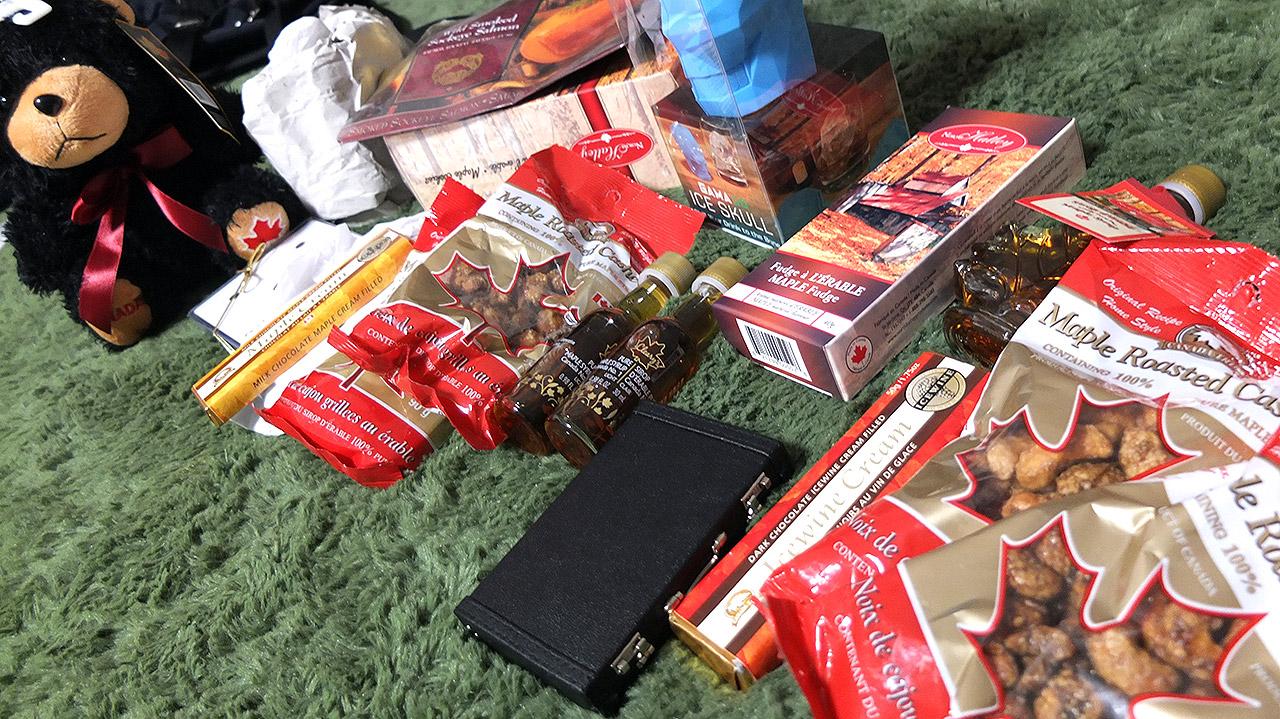 日本へ到着!自宅に戻ってお土産を広げる。思った以上に買ってしまった。