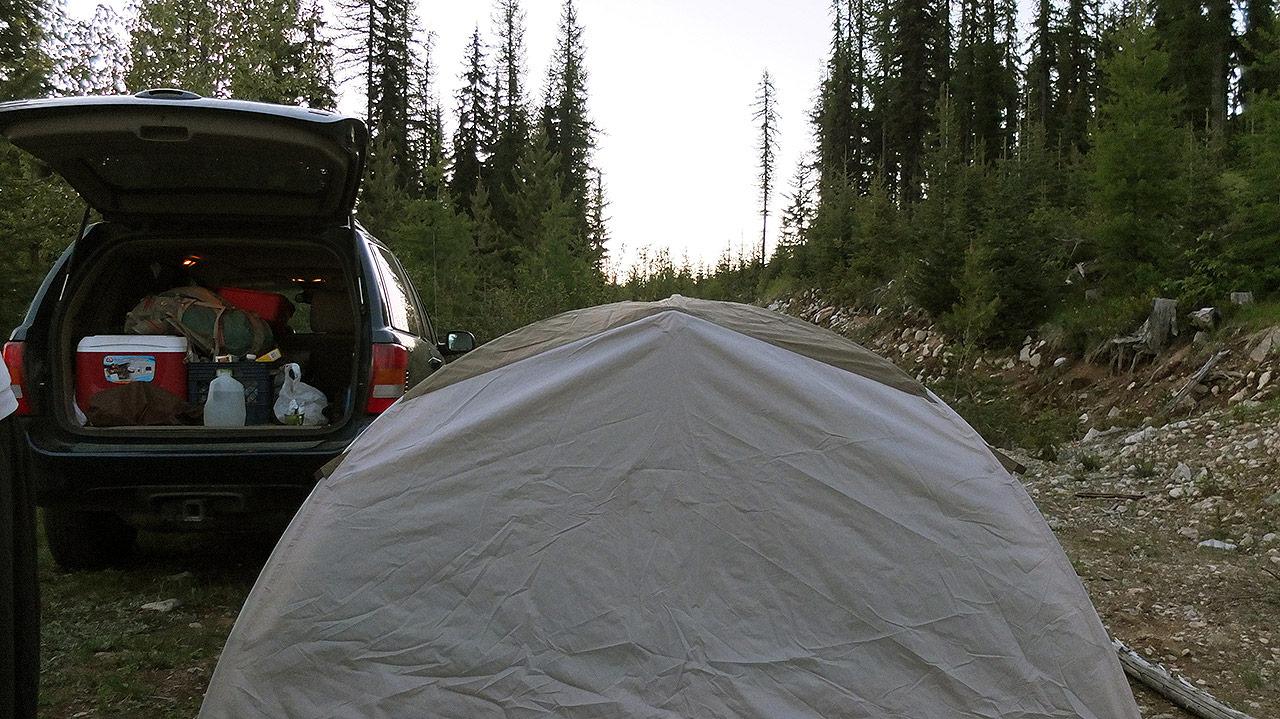 テントも設置し終わったら夕飯準備。