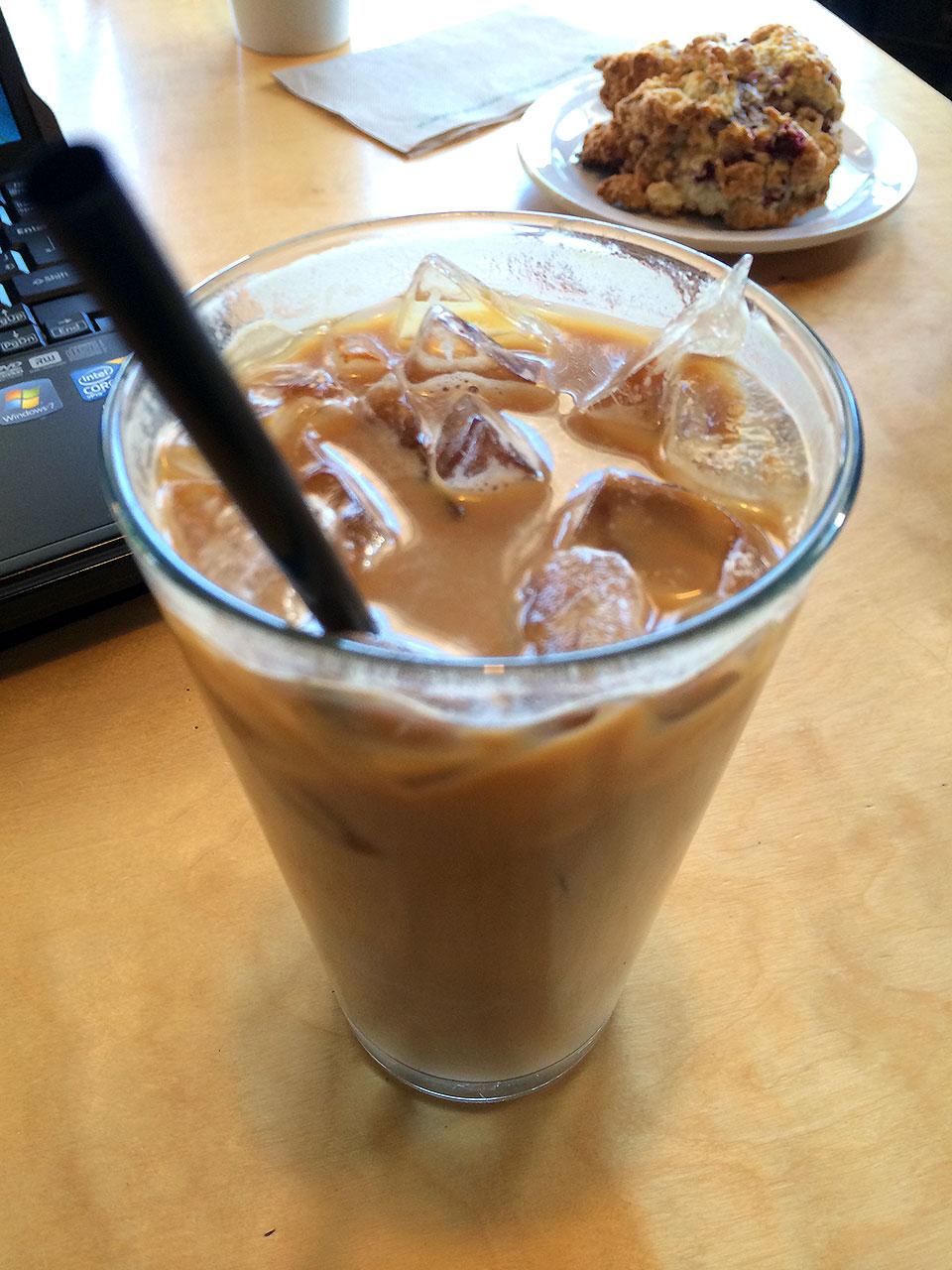 先ずはカフェでまったりして、今日の予定を考えます。