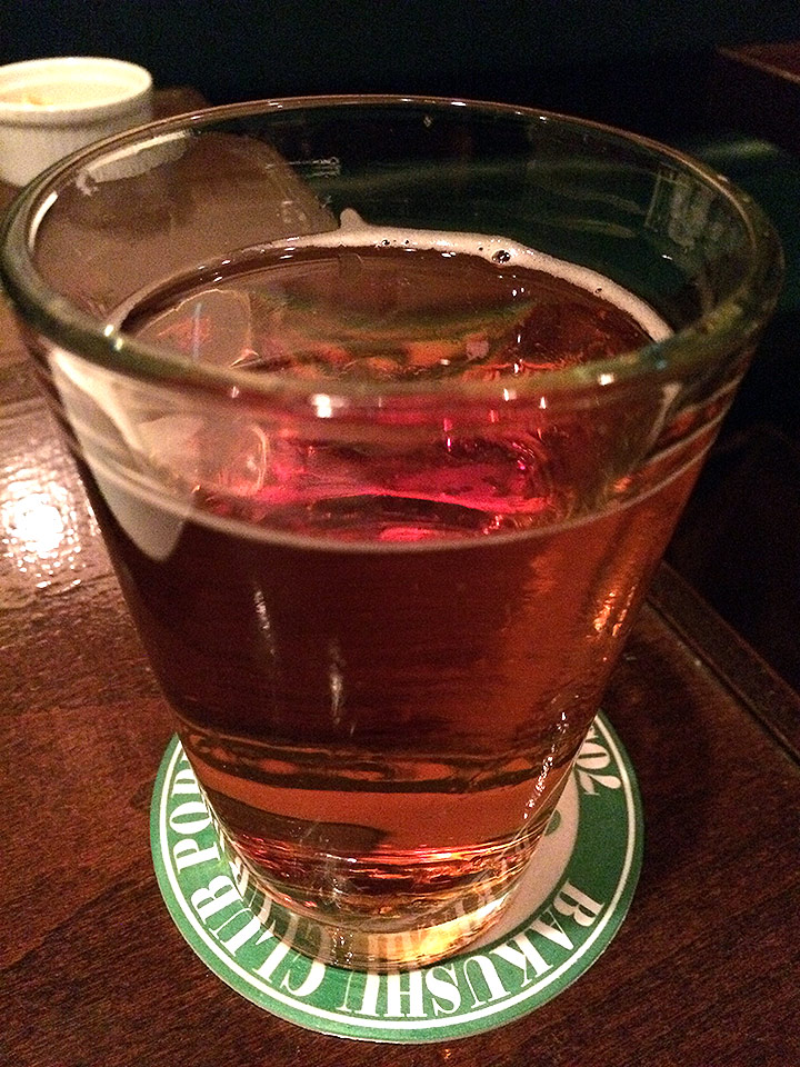こちらはビールの名前を失念。ゴールディンスランバーよりも透明感のある琥珀色でした。普通に飲みやすかった印象。