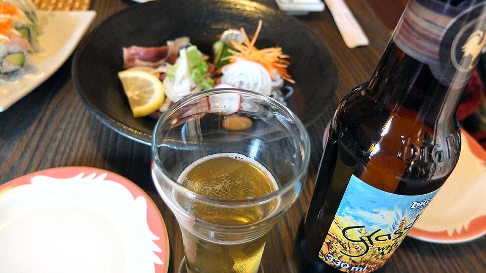 お刺身とカナダのビールを楽しむ。めちゃ旨い。