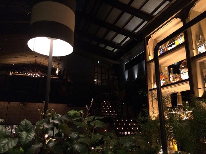 こちらは雰囲気が良さ気だったので、入ってみた飲み屋。何だかトロントを思い出すような内装。