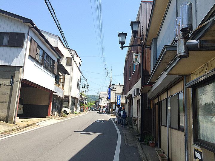 良い感じの街並みを抜けて左手へ行き石畳の階段を登ると筑波神社が!