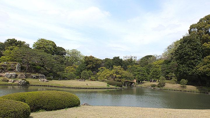「吹上茶屋」から池を眺めます。