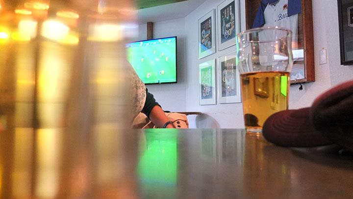 【カナダ ジャスパー】Whistle Stop PubでW杯日本vsコートジボワールをサッカー観戦