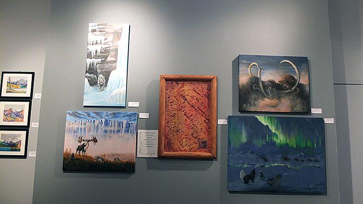 【カナダ ジャスパー】ジャスパーの絵描き・アーティストが集まるJAGの展示会で美術館へ