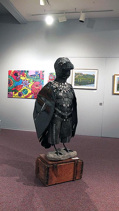 一際インパクトがったのが展示の中央にあったバードマン?重そうですが自立してます。