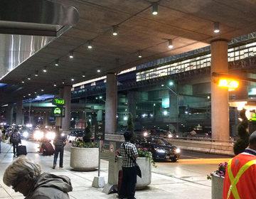 夜にトロント・ピアソン空港へ到着!