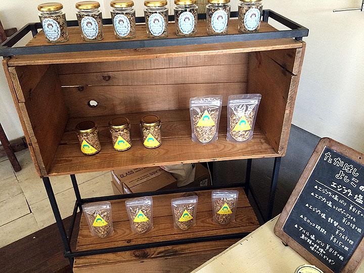 コーヒー屋さんにてお塩が販売中。