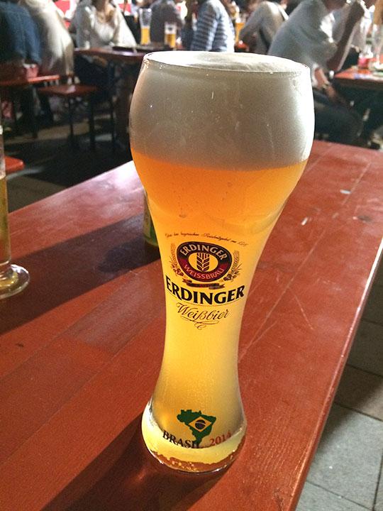 早速ドイツビールを注文して乾杯!