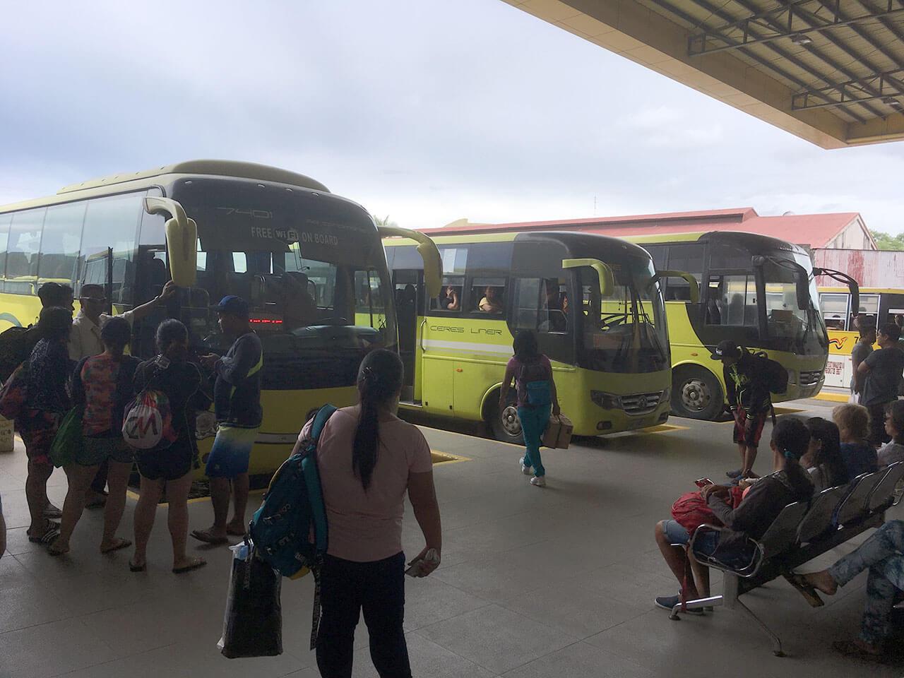 ちなみに、上記はドゥマゲッティの街のバスターミナル。