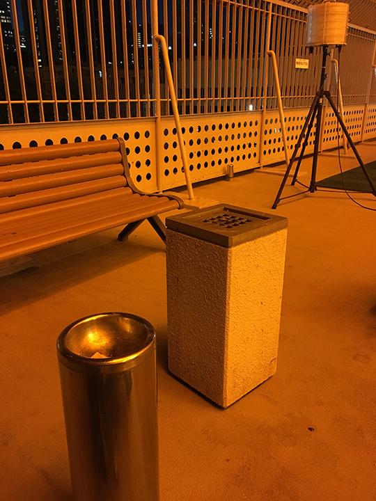 ちなみに、離れたエリアに喫煙所もあったので、タバコを吸う喫煙者の人はテーブルから離れてちょっと吸いに行けるので安心。