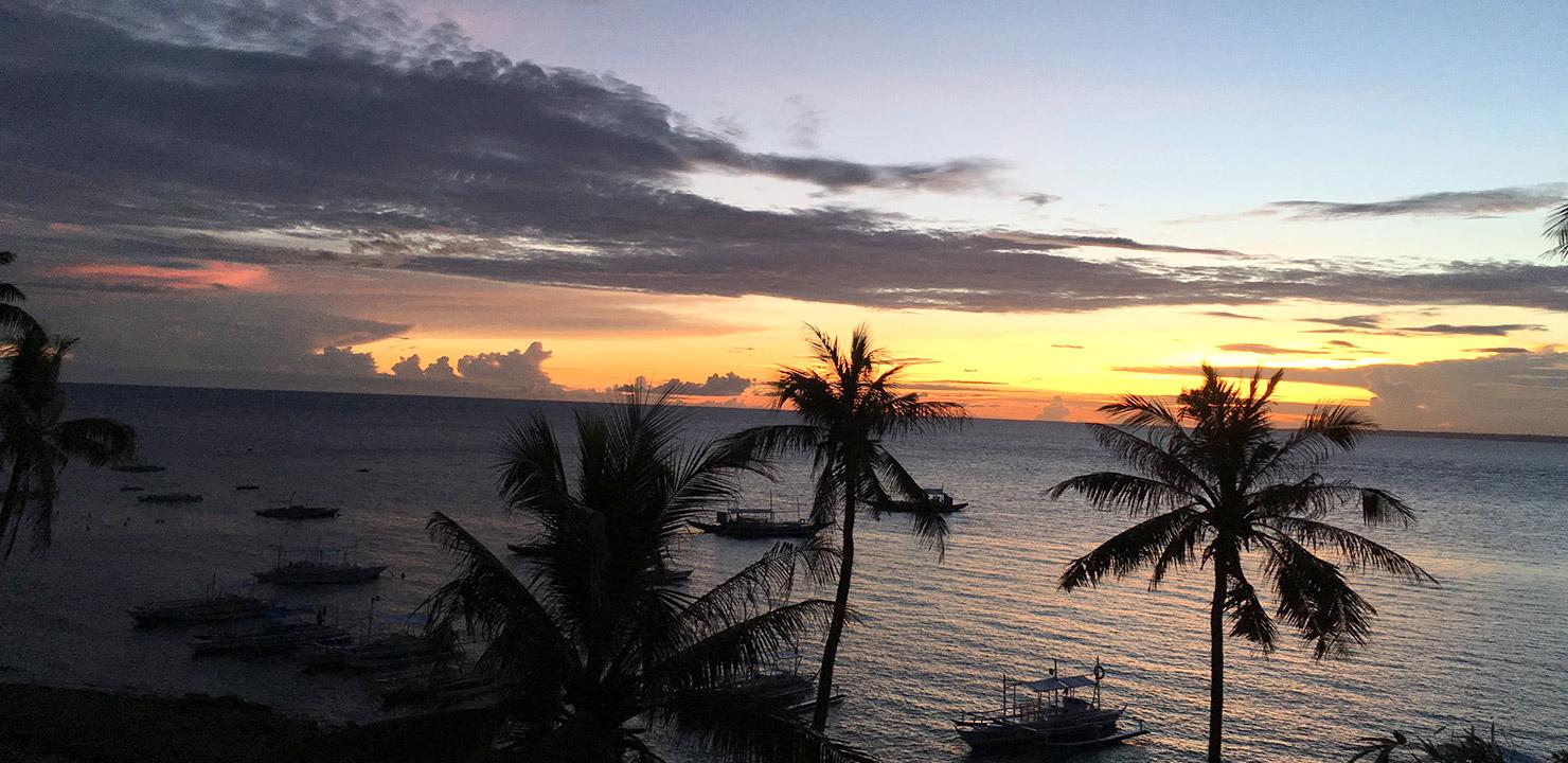 【フィリピン田舎旅】アポ島の夕焼けとスコール&雷雨