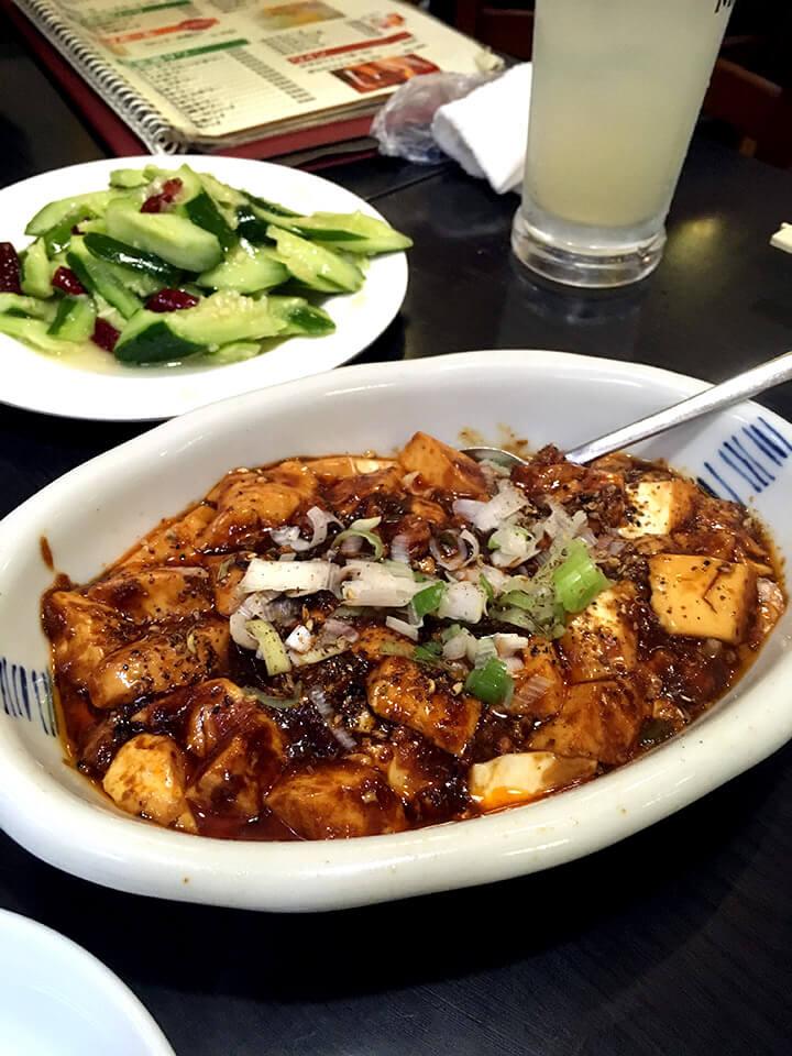 四川、西安と書かれたメニューがあるので、麻婆豆腐もそれなりにビリビリくる辛さ。